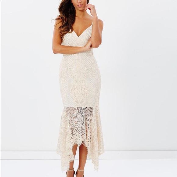 NWT Shona Joy Handkerchief Lace Dress
